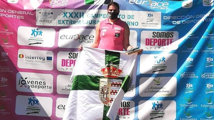 Elena Ayuso se cuelga el oro en el Campeonato de Extremadura