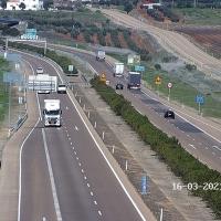 Colisionan un turismo y un camión en la A-66 a su paso por Extremadura