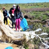 Retiran 400 kilos de basura abandonada a orillas de una docena de ríos y embalses extremeños