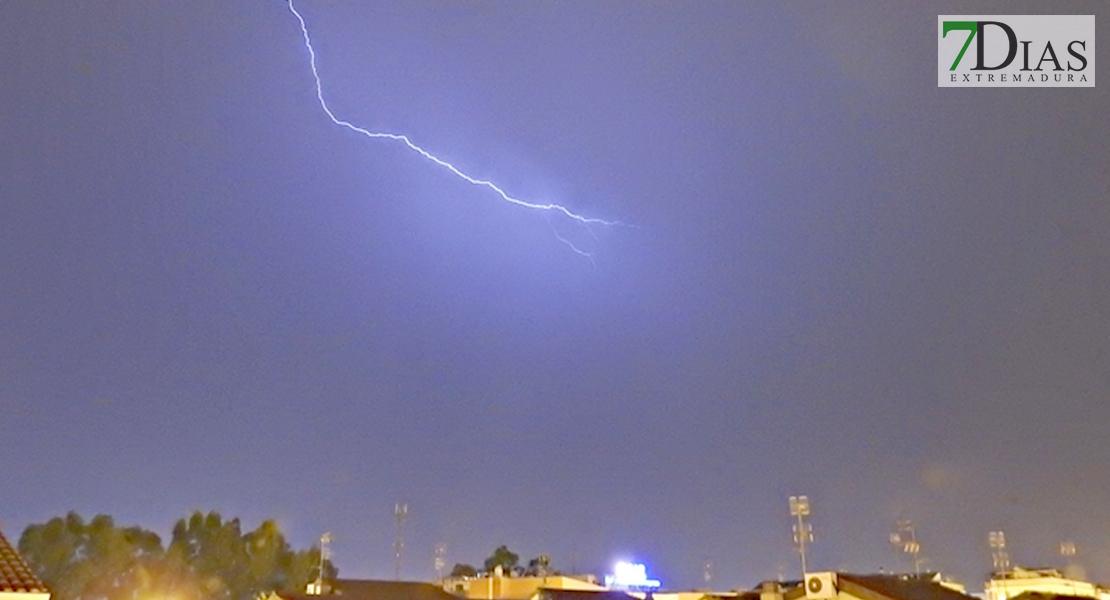 Los rayos se convierten en protagonistas del sábado en varias zonas de Extremadura