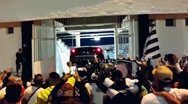 Recibimiento de los aficionados a los campeones a su llegada a Badajoz