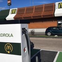 McDonald's inaugura en Badajoz cargadores para vehículos eléctricos