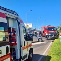 Colisión frontal entre dos turismos en Badajoz