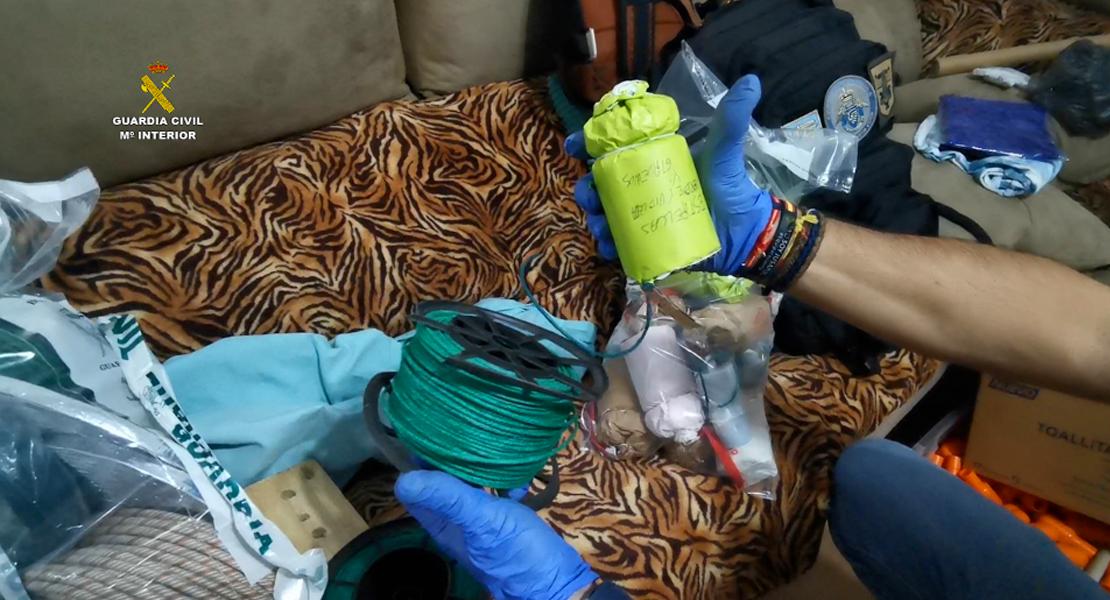 Desmantelan un taller clandestino de fabricación de explosivos ubicado en un bloque de viviendas